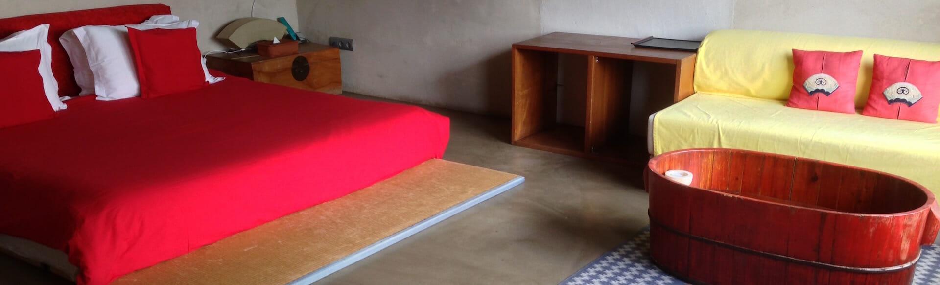 Habitación mediana - cama / sofa
